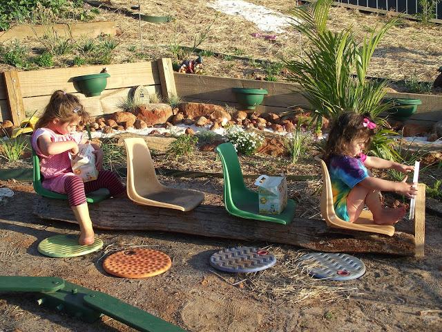 Pro děti na zahradu - ze by venkovní autobus? :)