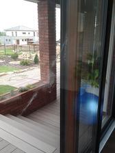 27.4.2014 - rána jako z děla a na skle obtisk holuba :)
