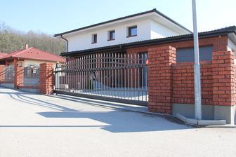 23.2.2014 - máme bránu, máme plot