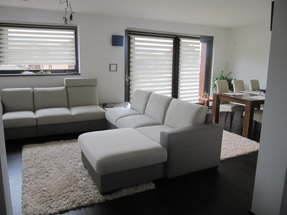 Obývací pokoj, jídelna a kuchyň realita - prosím o pomoc zastineni,.. zutulneni? roleta den-noc bez vymalby