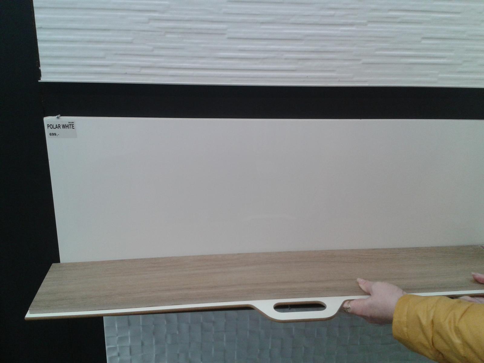 Mala panelakova koupelna - Vybrana dlazba - dekor dreva + bily lesk obklady.. bily lesk asi nahradime smetanovou