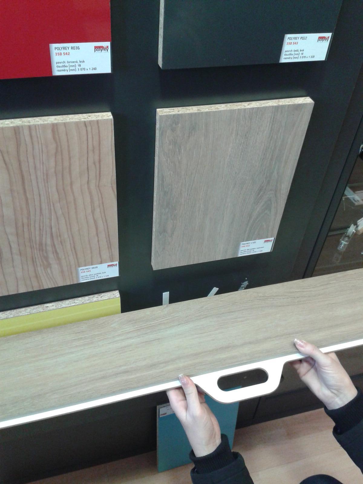 Mala panelakova koupelna - hledame odpovidajici lamino k dlazbe
