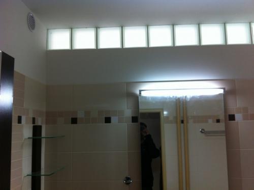 Mala panelakova koupelna - do sprchace 1 radu luxfer