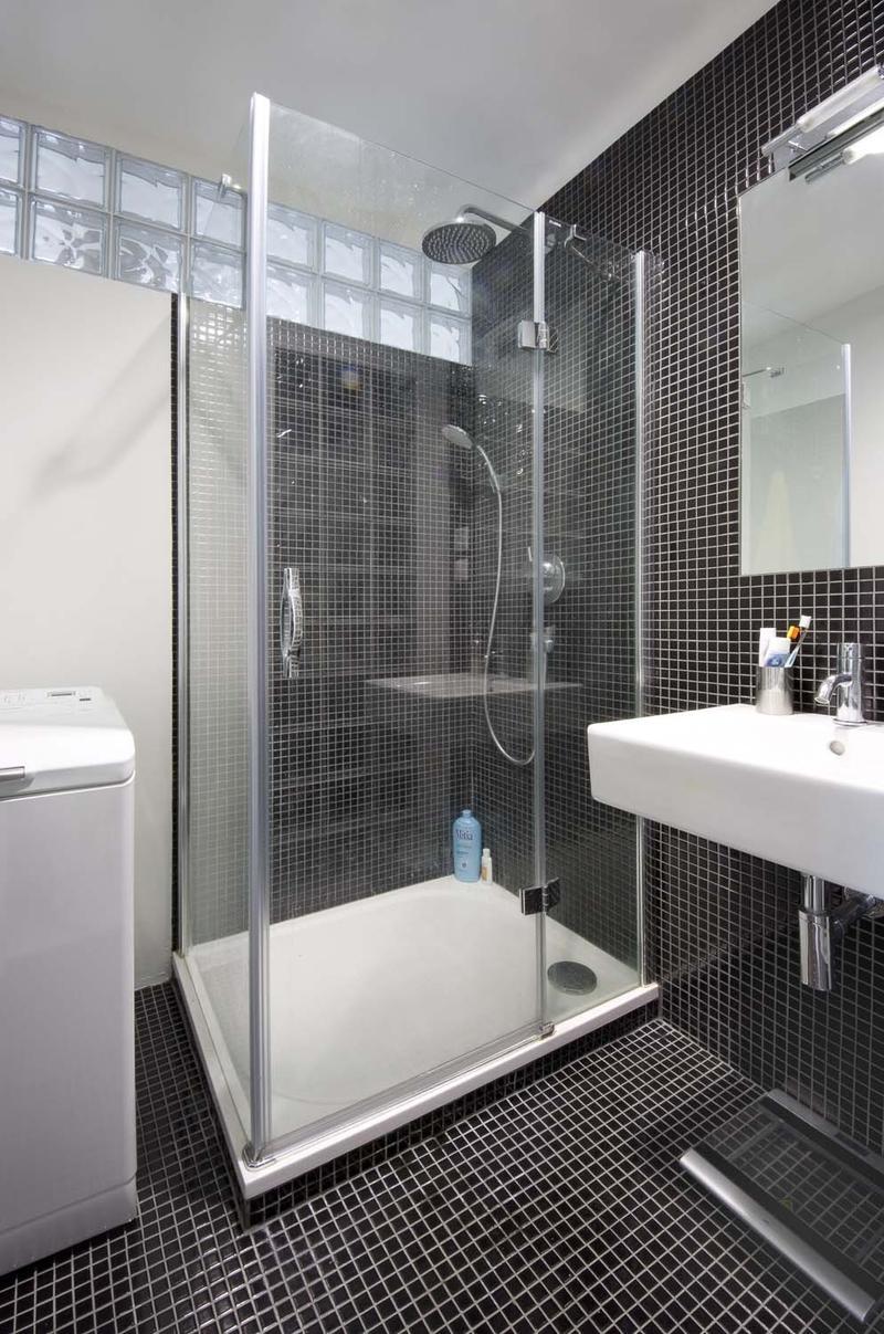 Mala panelakova koupelna - nebo do sprchace dve rady luxfer