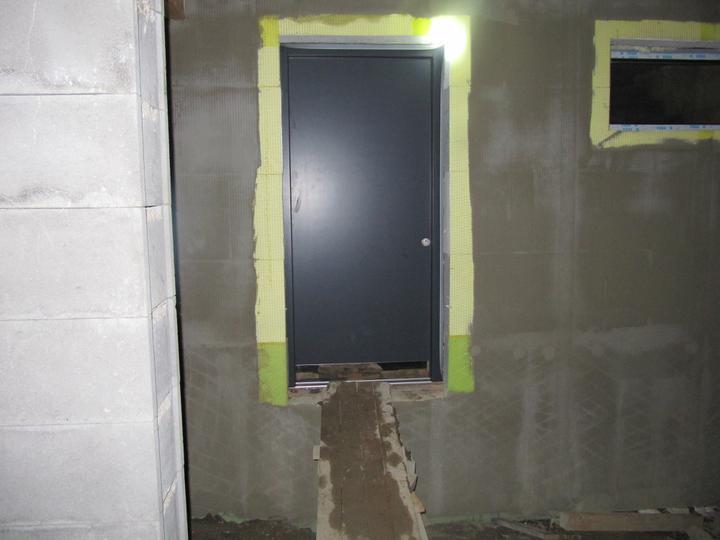 Stavba domu - 26.1.2011 dveře, ještě na nich bude madlo