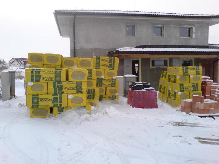 Stavba domu - 4.2.2011 přivezli nám orsil na zatepleni střechy