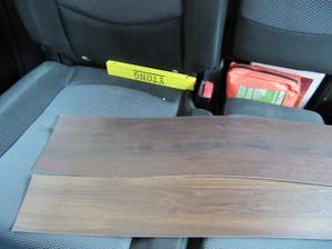 obě vedle sebe - foceno na sedacce v aute