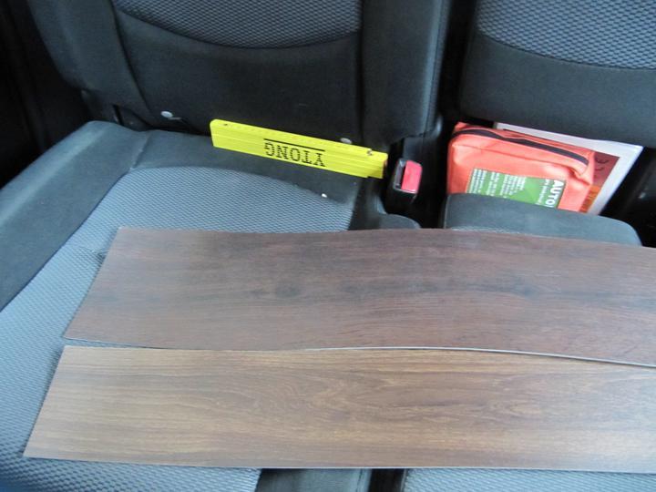 Obývací pokoj, jídelna a kuchyň realita - obě vedle sebe - foceno na sedacce v aute