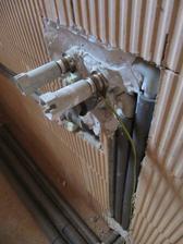 27.3.2011 vše uzemněno - vodák říkal, že se to dělá jen v rodinách, kde je někdo elektrikář :)