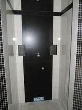 Sprchový kout a odkládacími poličkami, nekopírovat