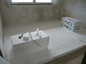 11.5.2011 pokládání polystyrenu v patře - toto je zrovna ložnice