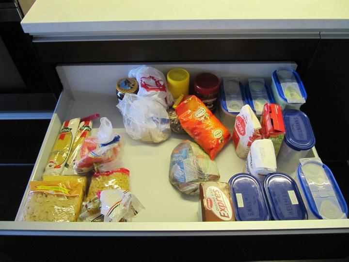 Obývací pokoj, jídelna a kuchyň realita - moje obr zasuvka - sirka 1m a hlouba nezvyklych 75cm
