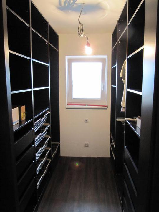 Skřín, šatna, chodba - složená šatna ikea - ješte budou na zadnich 2 skrinich posuvne dvere bile
