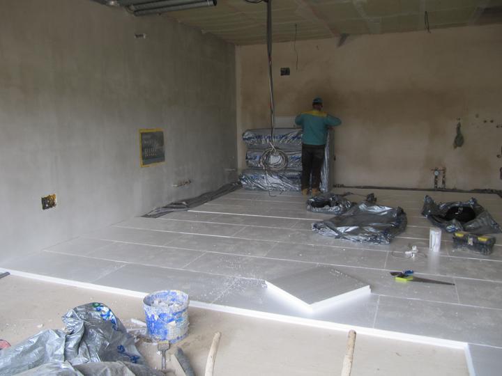 Stavba domu - 21.7.2011 zateplení podlahy v garáži