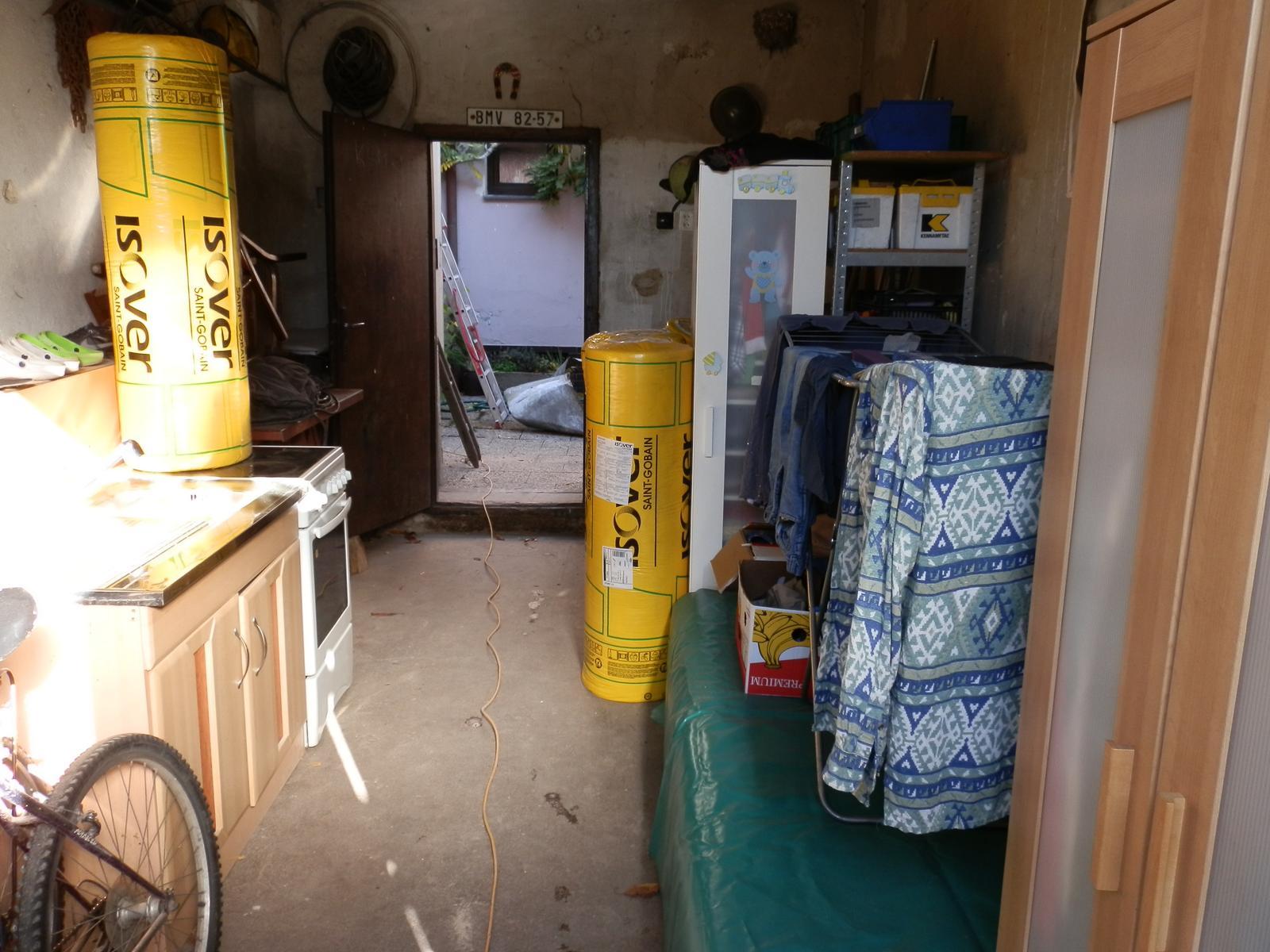 Náš byt v domě- rekonstrukce - nepořádek v garáži