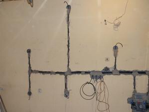 už jsem si říkala že se to rýsuje a přišel elektrikář a všechno rozboural