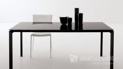 obyč. černý lesklý stůl