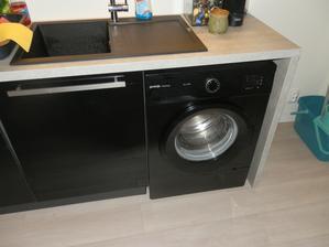 to si přál přítel..černou pračku a jeho slova, když jsem ji chtěla vyzkoušet..ježííš v tom neper,to je škoda, běž prát do té staré:)