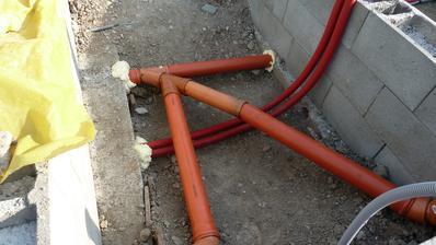 Rozvody kanalizácie a vody v chráničkách