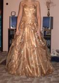 Zlaté svatební šaty, 36