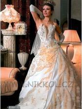 takhle vypadají šaty v originále...