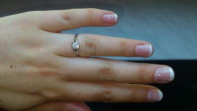 můj zásnubní prstýnek...