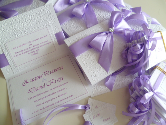 Dekorace na svatební den-zakázková tvorba - svatební oznámení 32kč + kartička na dary 10kč + jmenovky 10kč /kus,cedulka k pytlíčku 4kč