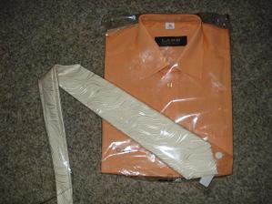 ženichova košile a kravata