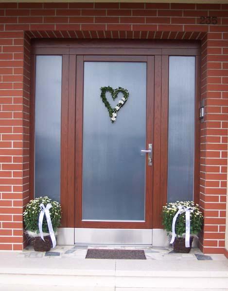 M+R 6.9.2008 - Krásná svatební výzdoba vchodu