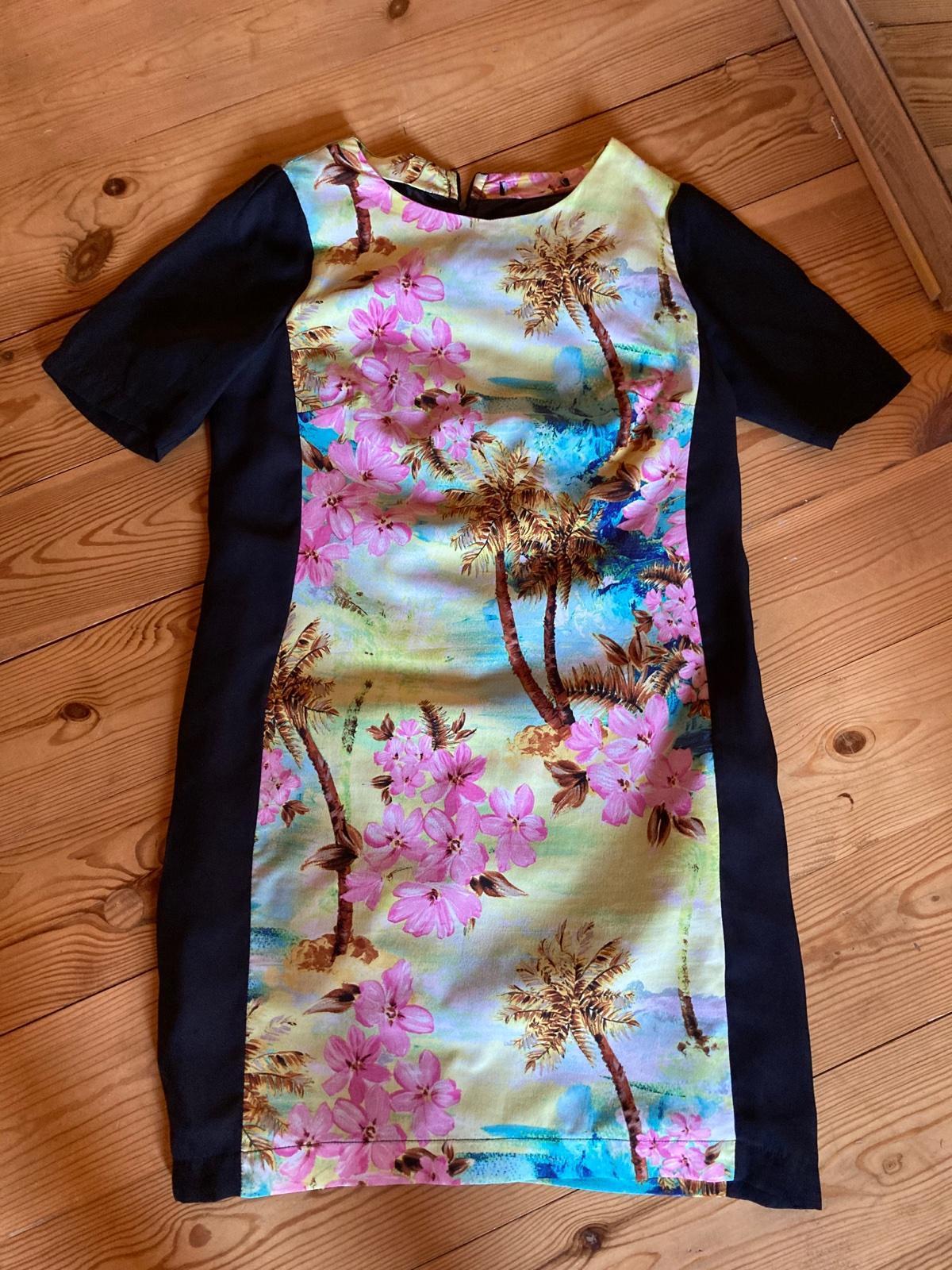 púzdrové šaty s farebným motívom - Obrázok č. 1