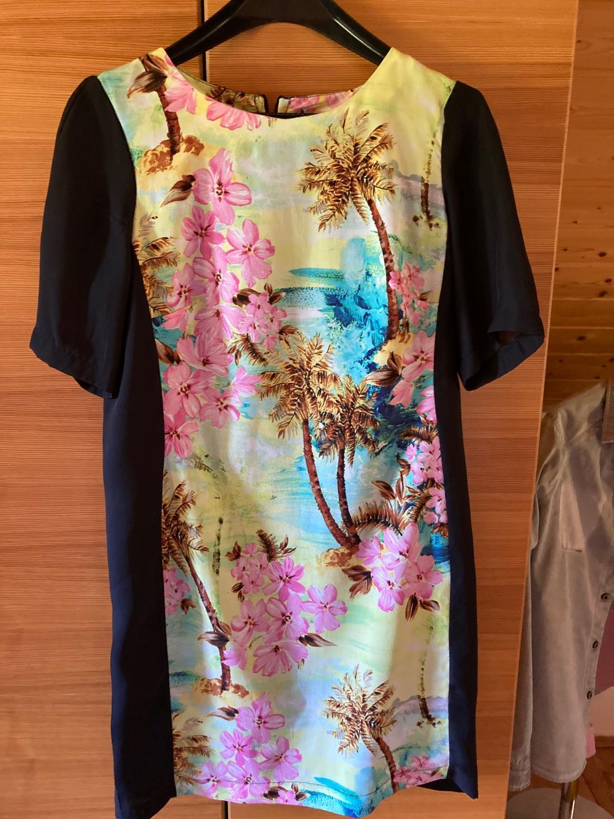 púzdrové šaty s farebným motívom - Obrázok č. 2