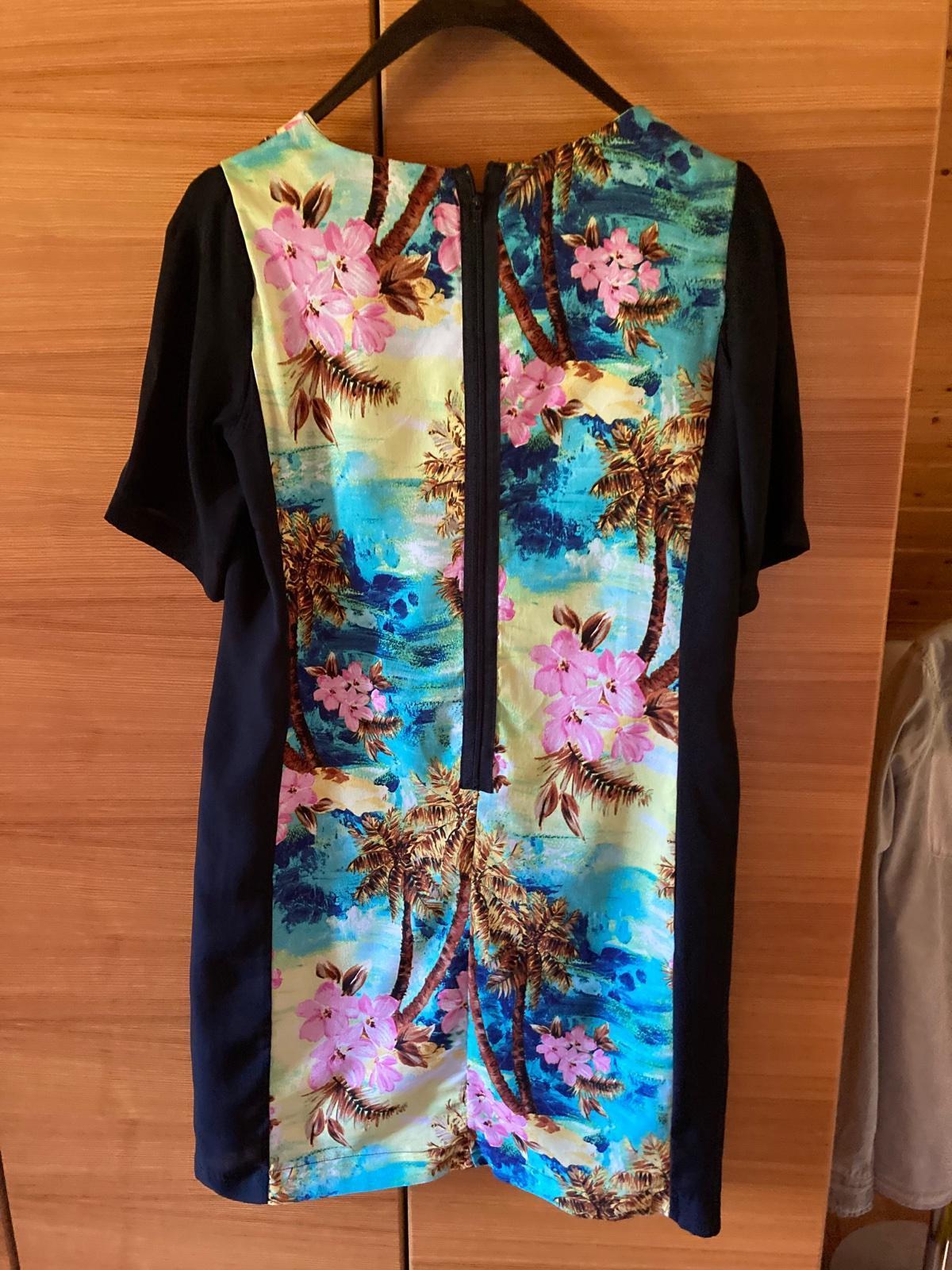 púzdrové šaty s farebným motívom - Obrázok č. 3