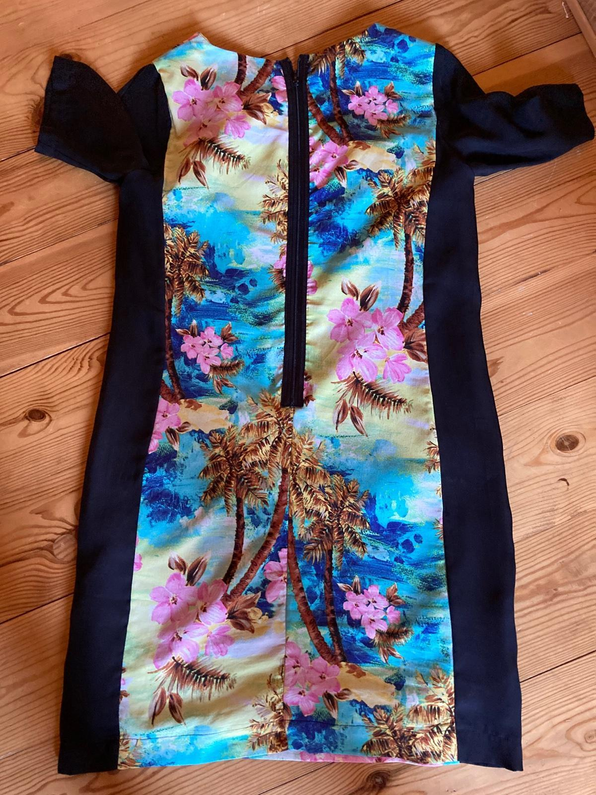púzdrové šaty s farebným motívom - Obrázok č. 4