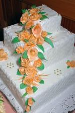 ...svadobná torta-krásna ale aj výborná...