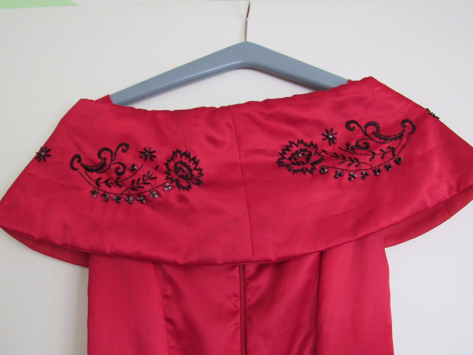 červené šaty - Obrázek č. 4