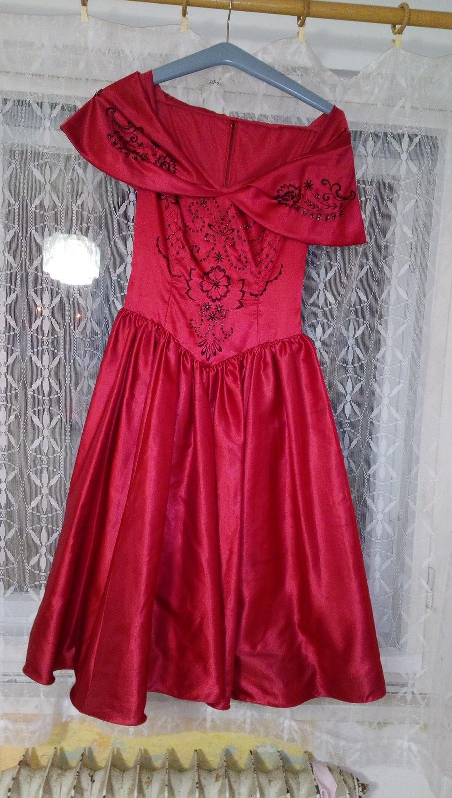 červené šaty - Obrázek č. 1