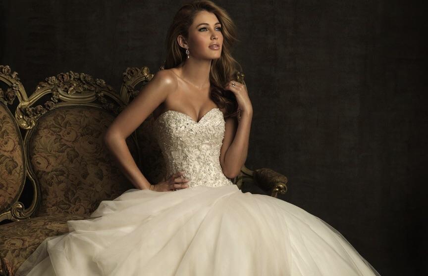 Šaty Allure Bridals - Fotka skupiny