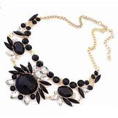 Čierno-biely veľký náhrdelník,