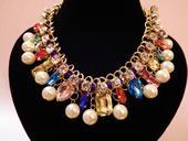 Farebný mohutný náhrdelník,