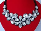 Mohutné strieborné náhrdelníky,