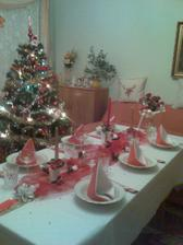 Stôl ozdobovala moja mamka