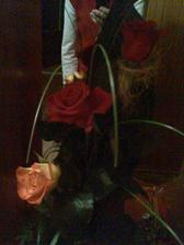 Moja zásnubná kytica ruží od môjho milého :)