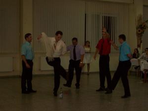 Družbovský fľaškový tanec...a zábava gradovala... :)