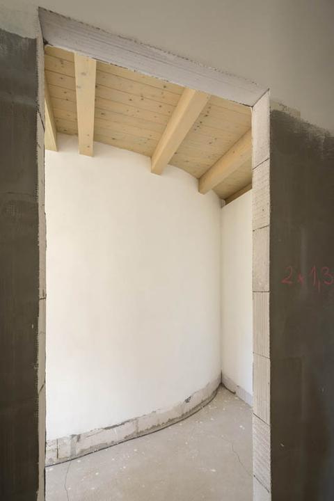 Atypický bungalov svojpomocne s rozpočtom do 37 000 eur - V mieste napojenia blokov dostal príležitosť materiál Silka