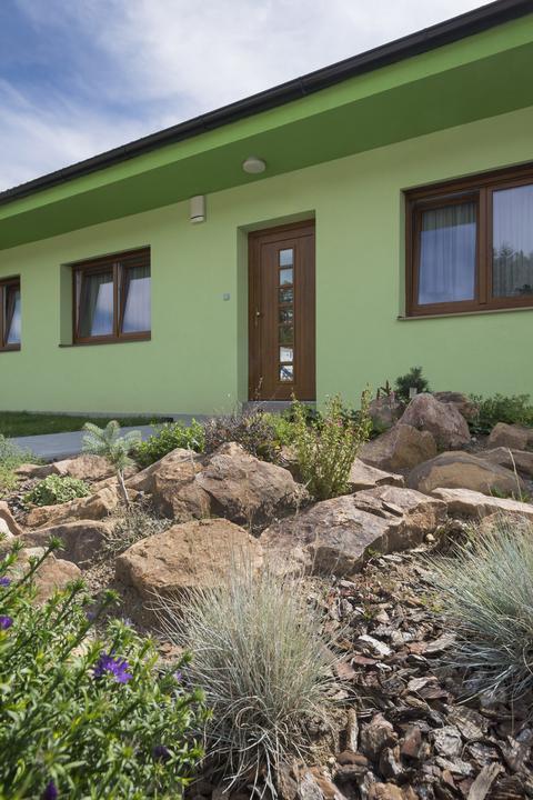Dvojgeneračný bungalov svojpomocne za šesť mesiacov - Od začiatku stavby po nasťahovanie trvala stavba pol roka