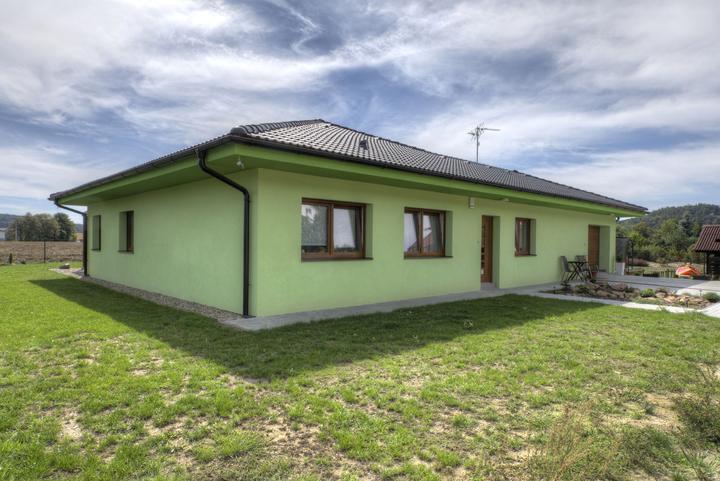 Dvojgeneračný bungalov svojpomocne za šesť mesiacov - Celkových 9 miestností je veľkorysé riešenie aj pre dvojgeneračné bývanie