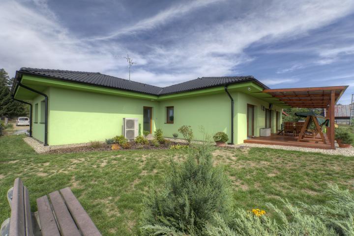 Dvojgeneračný bungalov svojpomocne za šesť mesiacov - U Ytongu majiteľka ocenila jednoduchú tvarovateľnosť