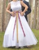 Folklórne svadobné šaty , 38