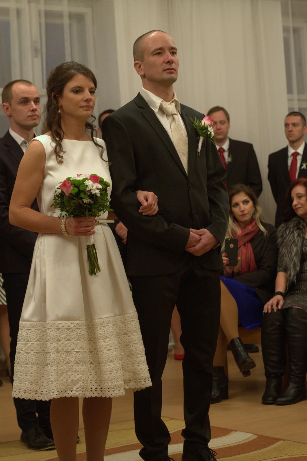 Biele saténové šaty zn. Closet - Obrázok č. 2