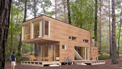 úplně se mi nehodí do lesa, je to takové trošku moc futuristické, ale manžel by měl svůj vysněný balkonek a já zas krytou terasu